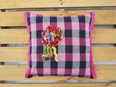 Pembe Kareli Çiçekli Yastık Beg_1445