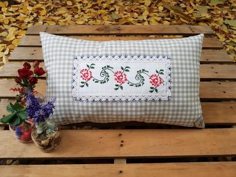 Gri Kareli Kırmızı Sarmal Desenli Yastık Beg_2102