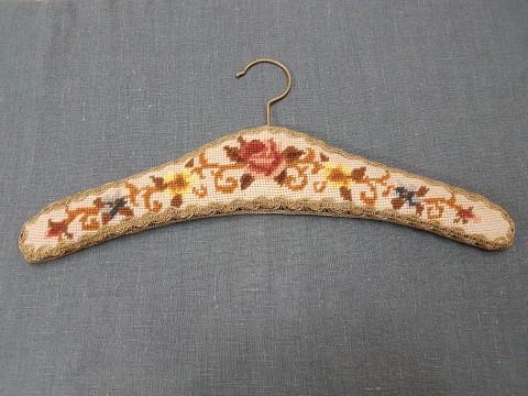 Eski Alman Goblen İşleme Krem Zemin Kahverengi Güllü Askı Beg_2255
